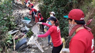Reciclan residuos recolectados de la barranca Tarango